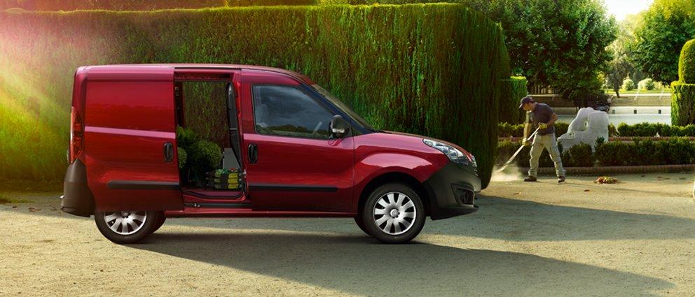 Opel_Combo_Cargo_Exterior_View_992x425_cm12_e01_002.jpg