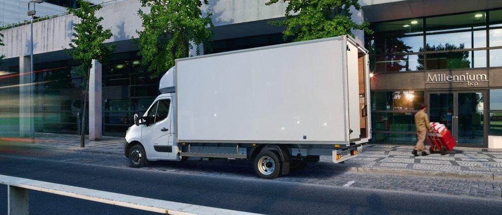 Opel_Movano_Exterior_View_Box_Van_992x425_mo15_e02_755.jpg